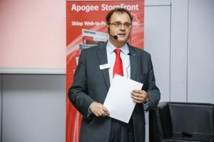 Krzysztof Sadziński - Presales Manager w polskim oddziale Agfa Graphics zaprezentował nowości, jakie pojawiły się w systemach Apogee i Asanti